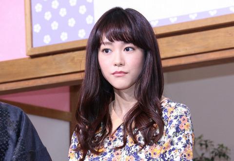 桐谷美玲(26)が全裸で鏡の前に…⇒バスタオルをはだけて…(※過去乳輪ポロリ画像追加)