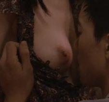 女優ユン・ジンソの乳首吸われるGIF動画がエロ過ぎる!デカ乳輪がたまらないw