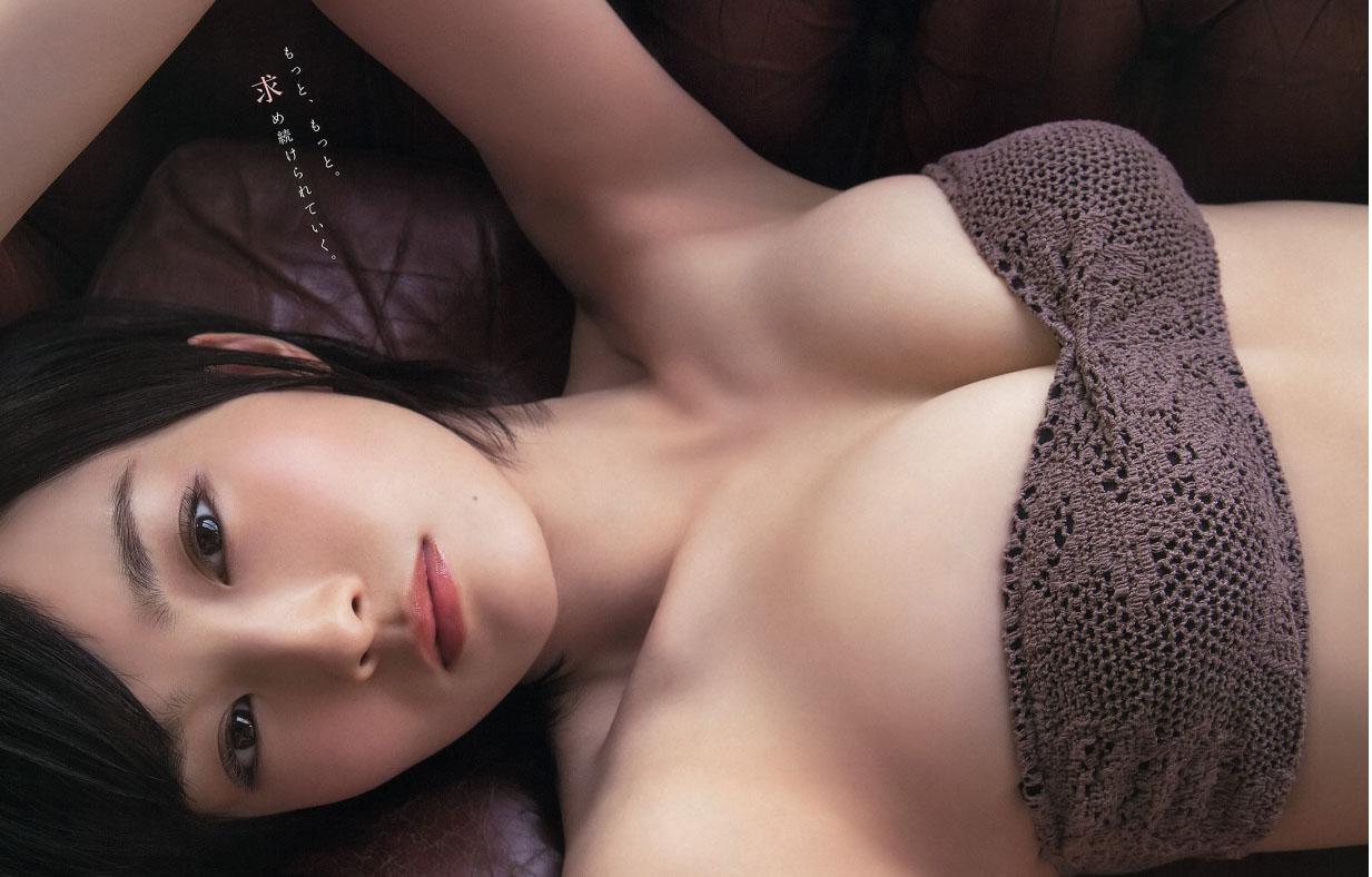 (写真)山本彩のお乳って形が清楚だよなwwwwww