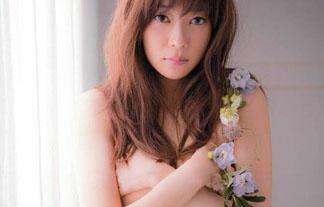 (手ブラ)HKT48指原莉乃が過激グラビア披露☆手ブラしてるんだが…