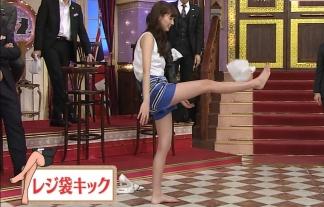 (写真)新川優愛ちゃんのショーパン美足がたまらんwwwwww身長の半分が足というとんでもないモデル体型が凄いwwwwwwwwww(TVキャプ写真56枚)