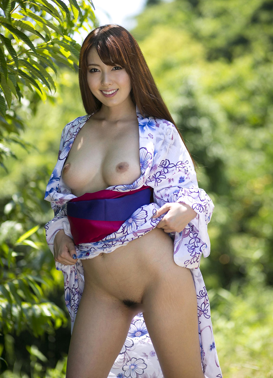 【マン毛】DMMの女優ランキングで1位になった波多野結衣の野外露出画像【おすすめAV女優画像】