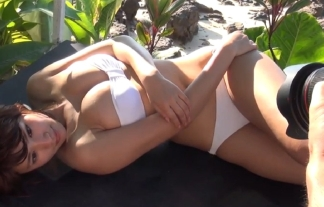 久松郁実の健康的な日焼けえろ体がたまらんwwwwwwグラビアメイキングキャプ写真41枚