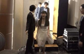 【GIF動画あり】橋本環奈ちゃんが成長中の膨らみかけおっぱいをぷるんぷるん揺らすwwwww