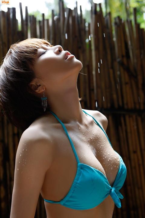 釈由美子 胸チラ おっぱい エロ画像007