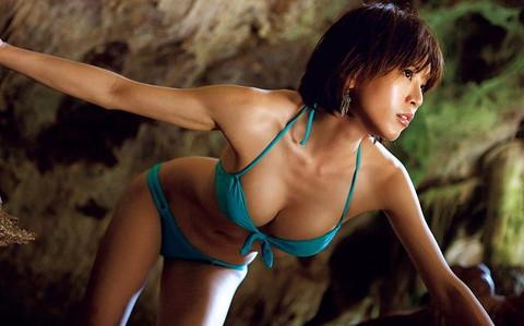 釈由美子 胸チラ おっぱい エロ画像014