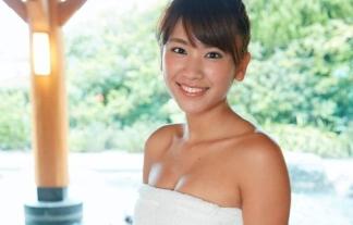 """(写真)人気グラドル""""久松郁実""""が新作DVDで初の混浴入浴シーン☆BUSタオル1枚で美巨乳胸チラしてるぞ☆"""
