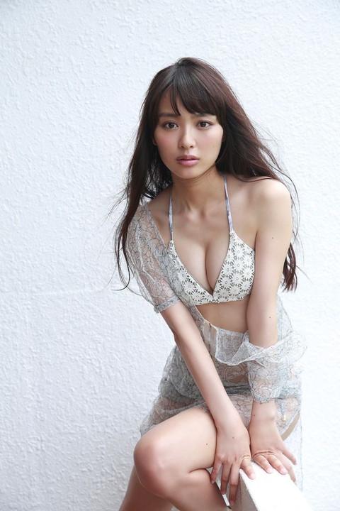 内田理央 グラビア画像022