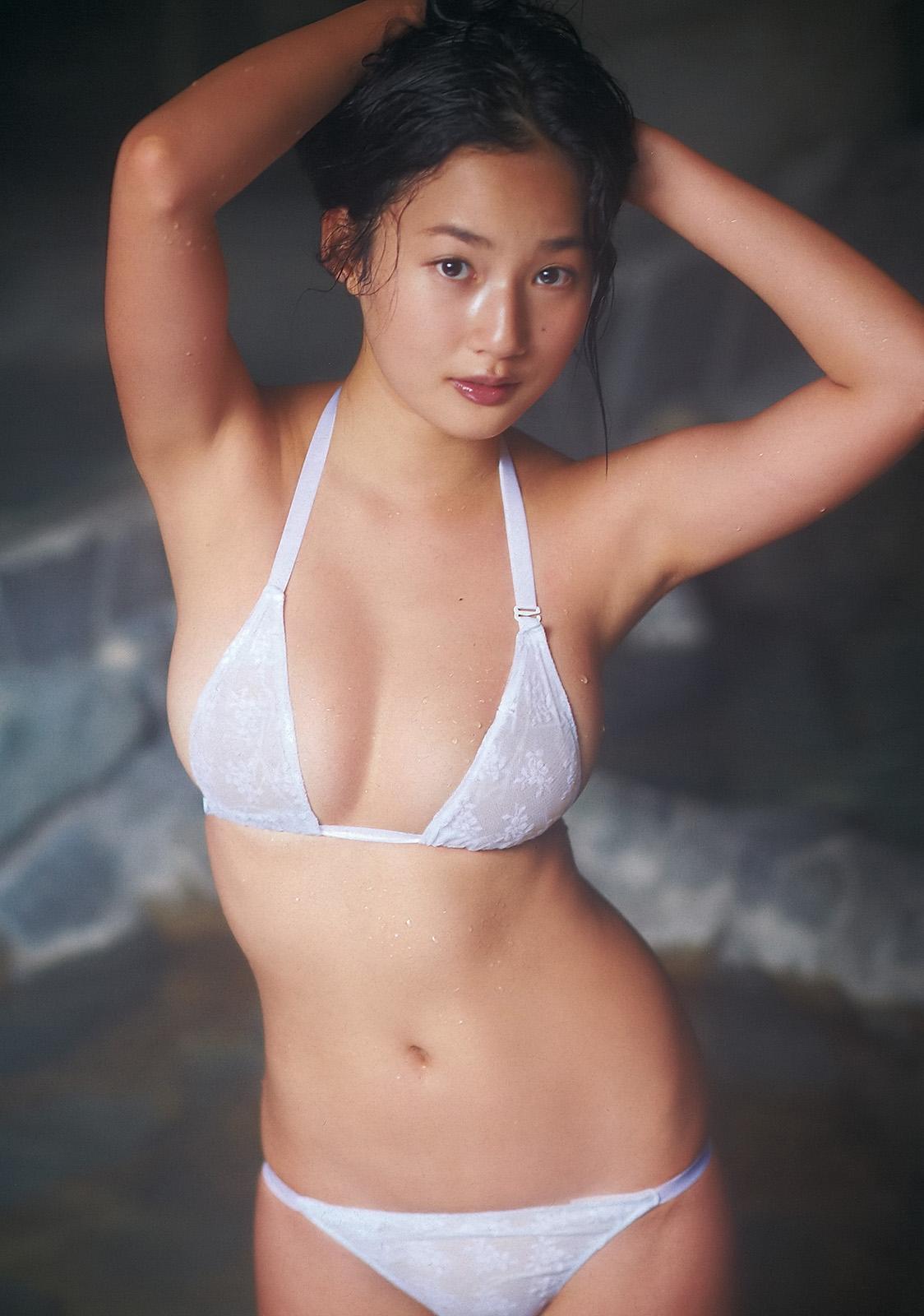 高嶋香帆さんの水着