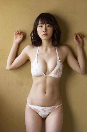 ブレイク中の女優吉岡里帆が大胆なビキニを着ていて即シコなんだが…