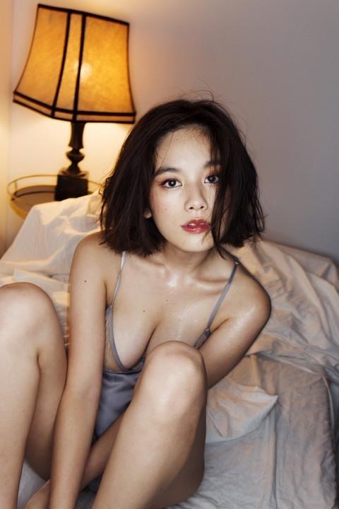 筧美和子(22)が無修正!!新写真集でムチムチセクシーボディを披露!【手ブラ・ハミ乳・生尻画像あり】