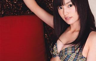 【NMB48】山本彩のデビューして間もない頃のグラビア!この頃のほうがムチムチしててエロくみえるんだが…。