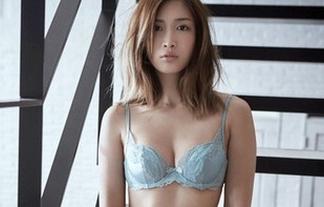 """モデル""""紗栄子""""がまた下着姿になるも「痛々しい」と話題に・・・"""