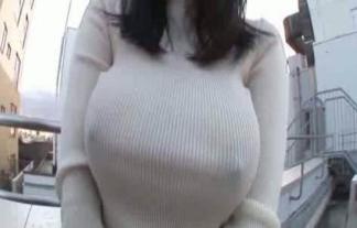 着衣美巨乳からブラジャー取った着衣ブラなし美巨乳透けチクビがすごい破壊力wwwwwwwwww ※吉永あかねえろ写真27枚