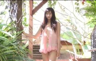 (横山ルリカ)透け透けの前開きで下着丸出しのまま外出するモデル(えろ写真26枚)