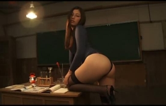 (佐々木麻衣)最近赴任してきたデカ尻美痴女教師が夜中に教室で怪しげな儀式をしているらしい(えろ写真20枚)