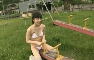 カワイいけど寸胴幼児体型の栗田恵美が公園でぎったんばったん(えろ写真39枚)