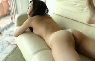 (神崎沙織)美巨乳モデルがブラなしパンツ1枚で魅力的なお乳と尻を披露(えろ写真34枚)