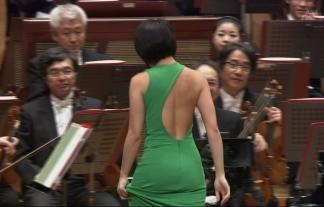 (TVキャプ)NHKでほぼ半裸のブラなしお乳ピアニスト現るwwwwwwwwww(ユジャ・ワン写真あり)