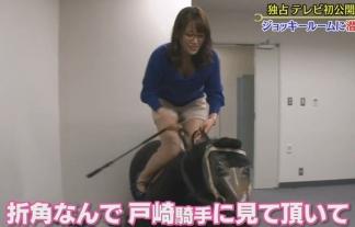 (写真)鷲見玲奈アナが馬乗りでコシ振りまくり放送事故wwwwww美巨乳胸チラとショーパン太ももぽちゃがえろいwwwwwwwwww(キャプ写真46枚)