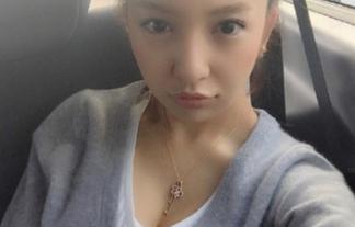 (写真)板野友美がお乳谷間自撮りアップ☆最近お乳の話題しかないのか・・・・・・