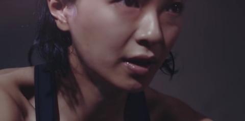 榮倉奈々 胸チラ画像020