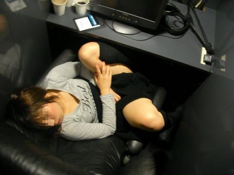 ネットカフェ カラオケ 盗撮画像008