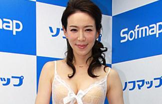 美人妻・岩本和子(40)、スケスケ衣装で「男性に体を見られたい」(写真13枚)