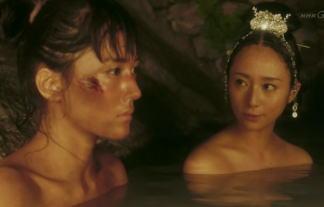 (衝撃)NHKで綾瀬はるか&木村文乃が裸の共演wwwwwwお乳の大きさが違うんだがwwwwww(※写真あり)