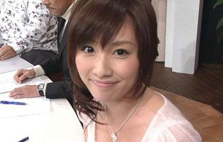亀井京子アナのFカップ乳が見えすぎて苦情が来たという瞬間がコチラ(写真29枚)