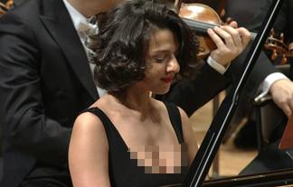 ロケット乳ピアノ奏者がEテレで大胆胸チラ☆これじゃまるで性教育テレビ…(写真17枚&GIFムービー)