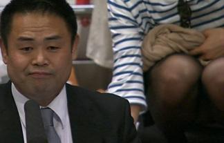 (放送事故)NHKの相撲中継で女性客がパンツ丸見えするハプニング☆(GIFムービーあり)