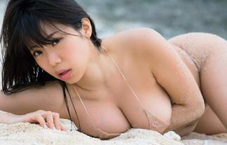 (過激)胸も尻も一流の鈴木ふみ奈が最新グラビアで裸に見える極小ミズ着☆(写真21枚)