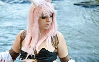 (コスプレ写真)FF14のミコッテ衣装のむっちりが水辺で裸になってるwwwwww(写真47枚)