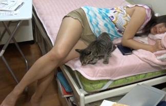 ビショ濡れアラサーモデルの家について行ったら脚がやたらとえろかった件(写真45枚)