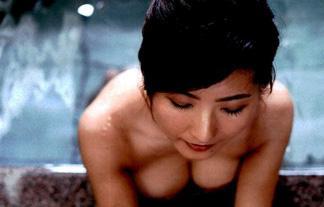 古瀬絵理アナ(38)官能セミぬーど☆混浴に浮かぶスイカップに顔を埋めたい…(写真34枚)