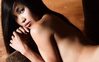青山真麻 ぬーど写真14枚☆アパウワキモデルの色っぽい下着ショットも☆