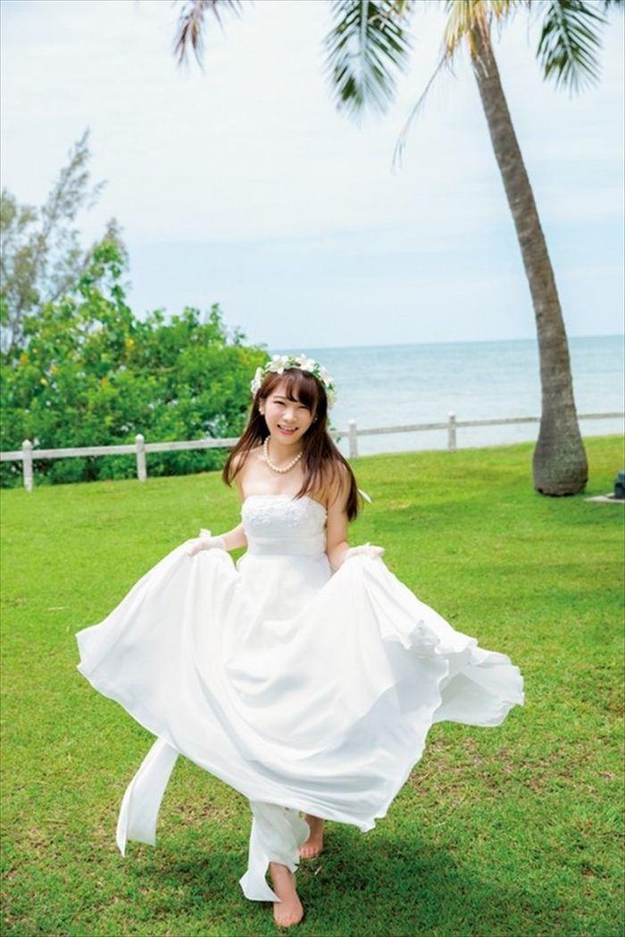 秋元真夏のウエディングドレス