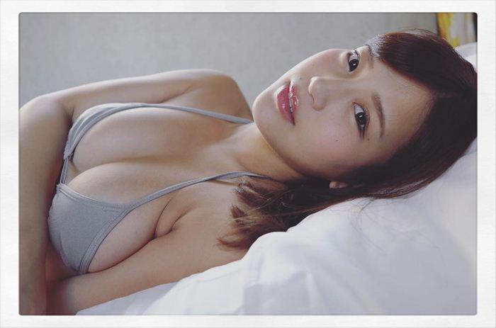 石原佑里子 エロい水着画像 004