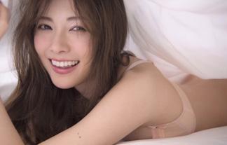 白石麻衣 まだあった下着未公開カット☆写真集は今世紀最大のヒットで遂に20萬部突破(えろ写真33枚)