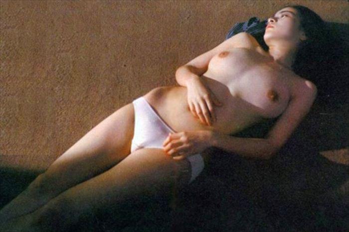 原田美枝子 濡れ場&ヌード画像 034