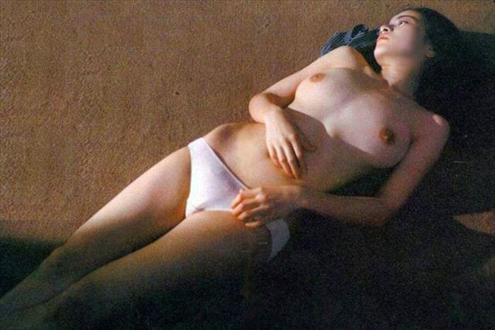 原田美枝子 濡れ場&ヌード画像 041