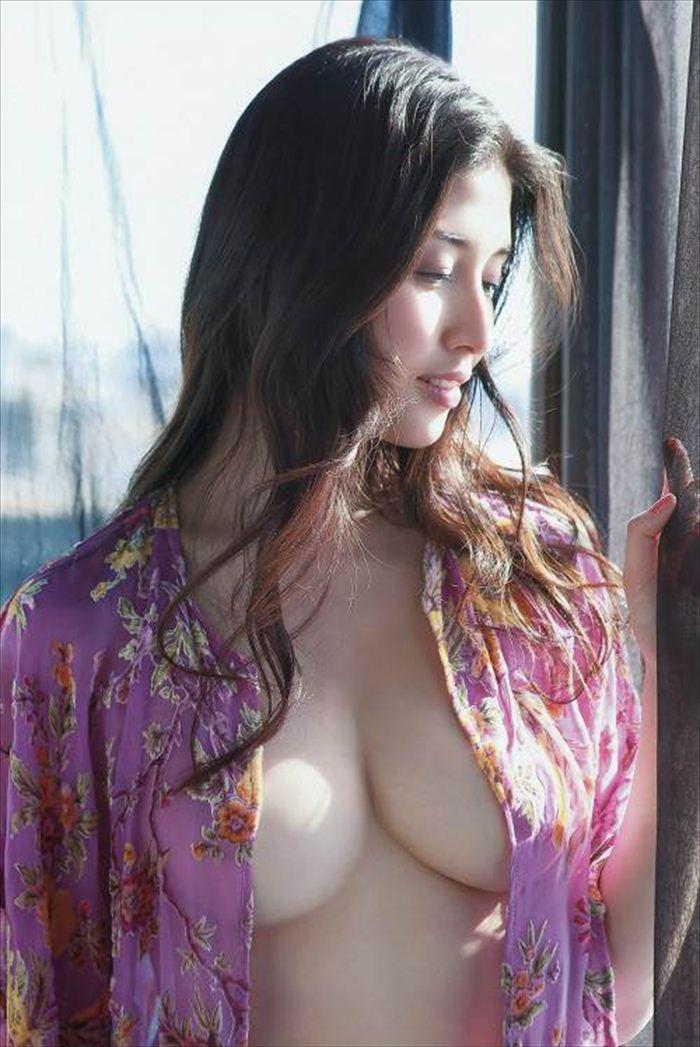 橋本マナミ 乳首画像 024