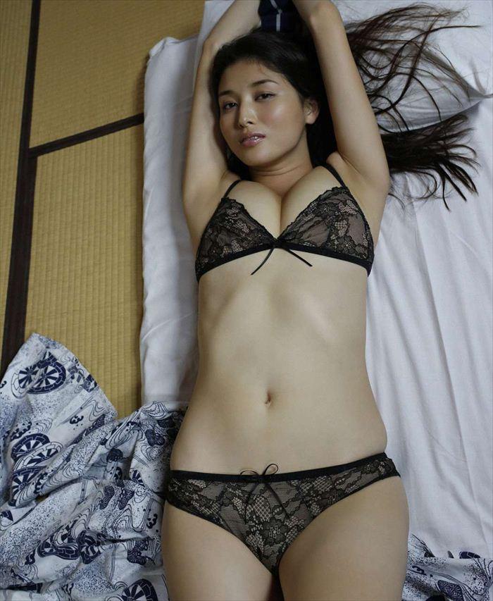 橋本マナミ 乳首画像 027