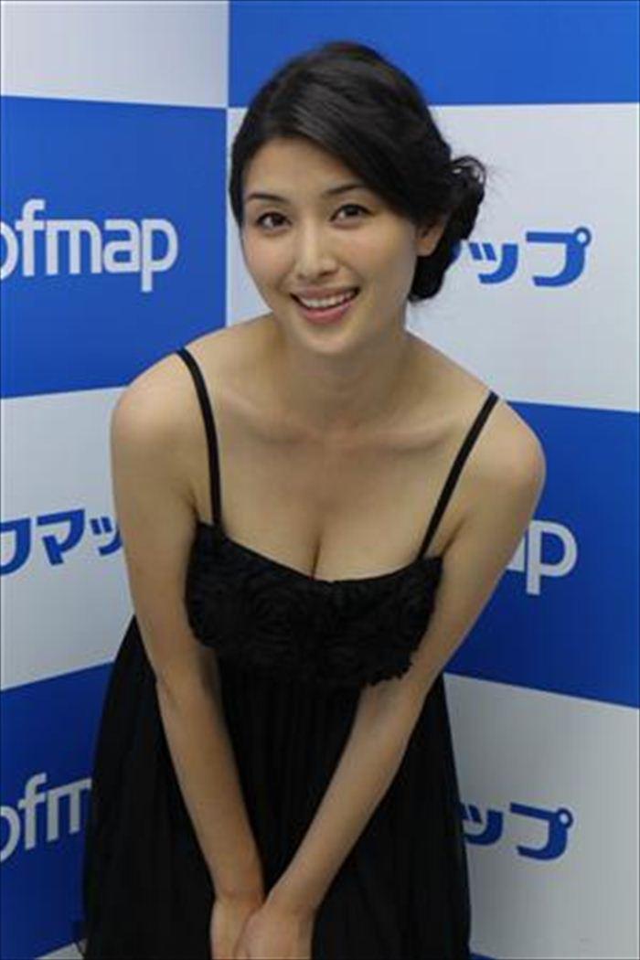 橋本マナミ 乳首画像 031