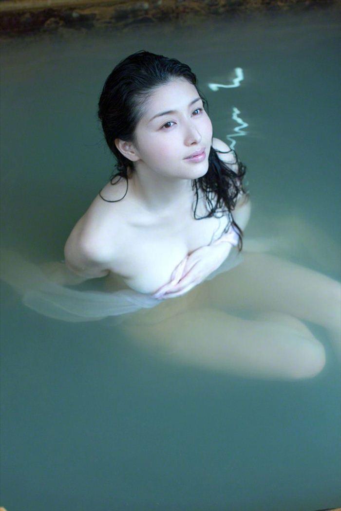 橋本マナミ 乳首画像 035