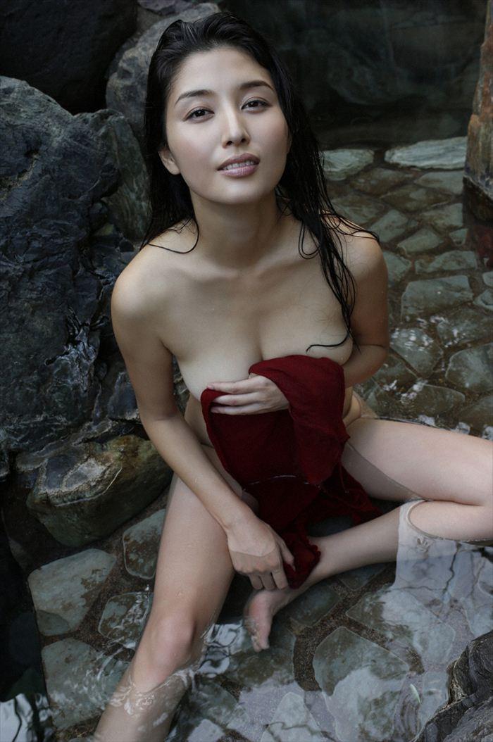 橋本マナミ 乳首画像 036