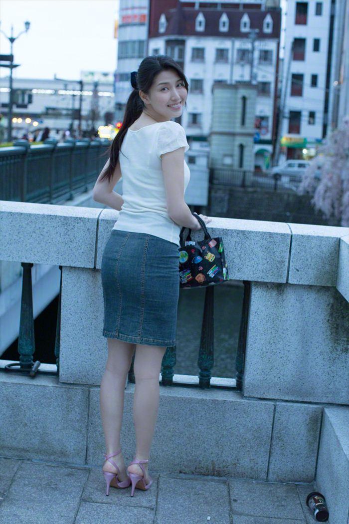 橋本マナミ 乳首画像 042