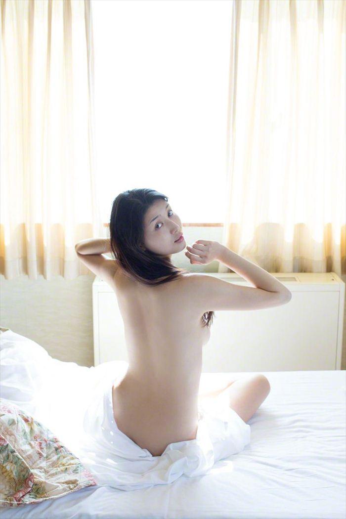 橋本マナミ 乳首画像 046