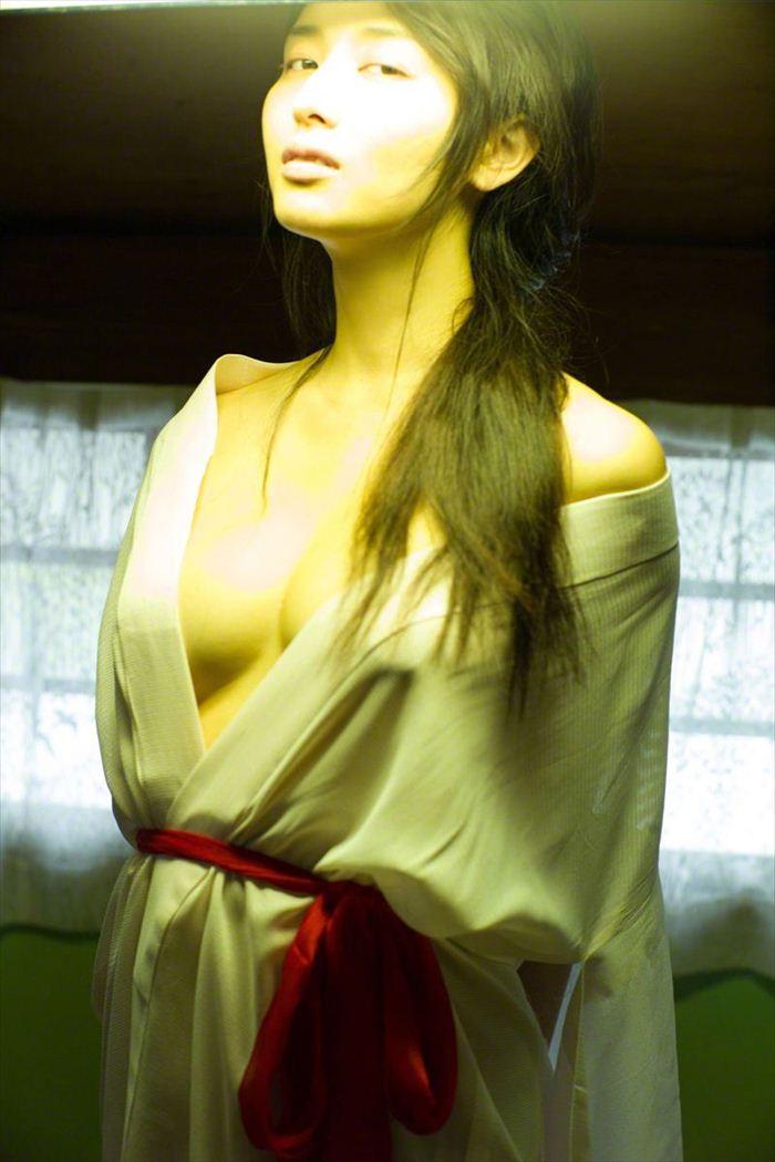 橋本マナミ 乳首画像 047
